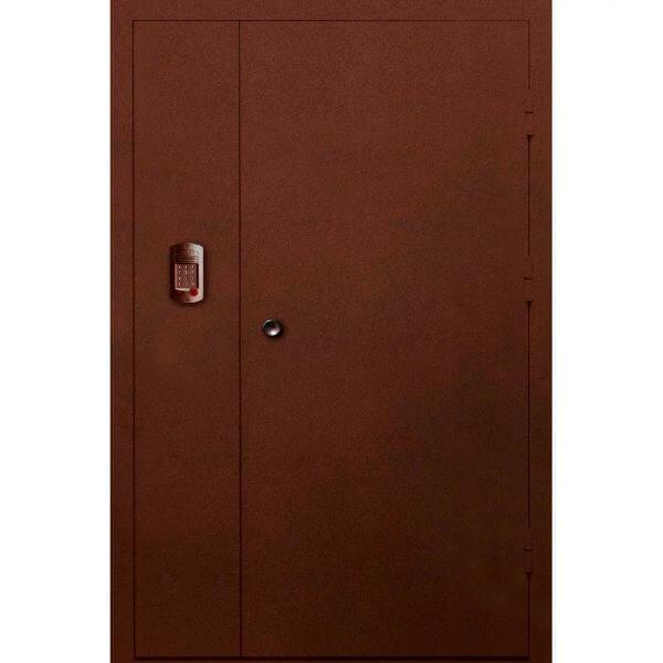 стальная дверь в парадную с антиком (снаружи)