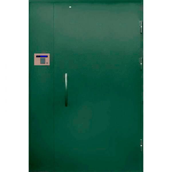 зеленая дверь в парадную с глухарем(снаружи)